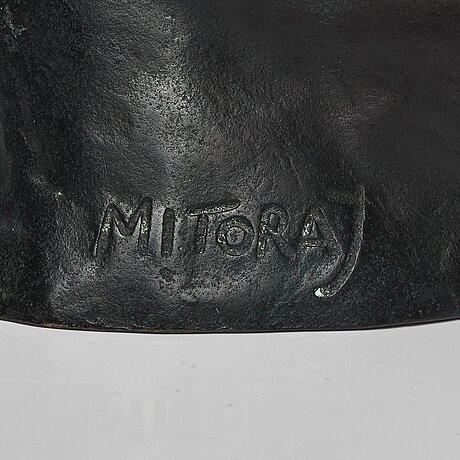 "Igor mitoraj, ""centurion ii""."
