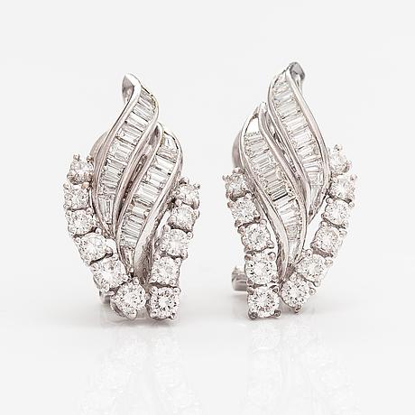 Örhängen, 18k vitguld, diamanter ca 2.00 ct tot.
