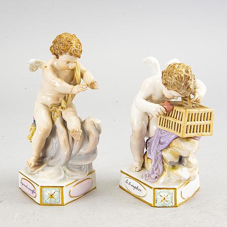 Two meissen porsecilan figurins after michek victor aci, 19th century.