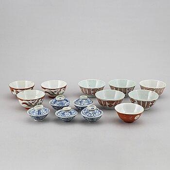 SKÅLAR, 9 stycken olika, samt KOPPAR med LOCK fem stycken, porslin. Kina, 1800/1900-tal.