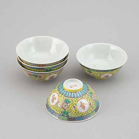 A set of nine odd dishes and 13 odd bowls, china, 20th century.