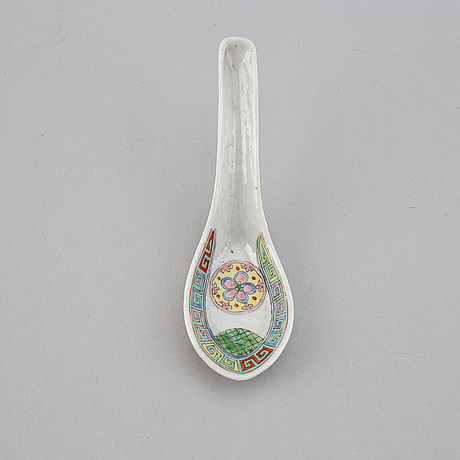 A set of 31 spoons, china, republic and 20th century.