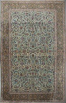 A CARPET, an old Kashan, ca 554,5 x 351,5-358 cm, an inscription: Kashan Tavasoli.