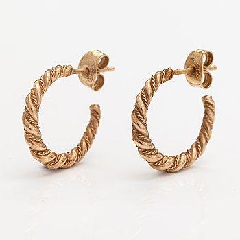 """A pair of 14K gold earrings """"Twined jewellery from Lampola in Halikko"""". Kalevala koru, Helsinki 2000."""