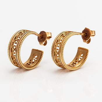 "A pair of 18K gold earrings ""Filigree"". Kalevala koru, Helsinki."