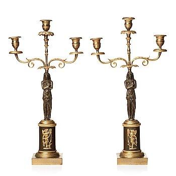 KANDELABRAR, ett par, för tre ljus, omkring år 1800, Sengustavianska.