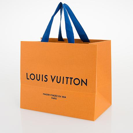 Louis vuitton, 'la boum canvas' sunglasses and a  chouchou scrunchie.