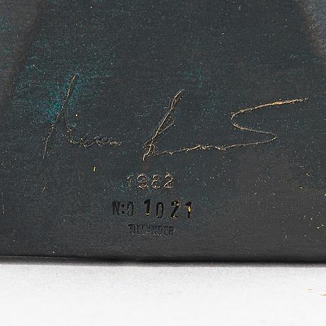 Kimmo pyykkö, reliefer 2 st, brons, signerade och daterade 1982 + 1988. a tergo numrerade 1021 + 111. tillander.