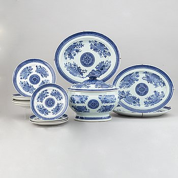A 15-piece part service, China, 19th Century.