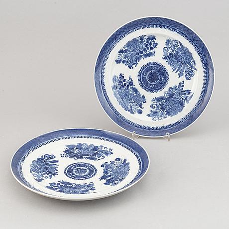 A 15-piece part service, china, 19th century.