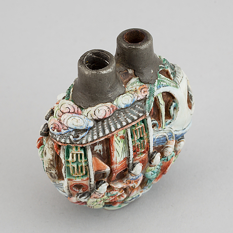 A famille rose moulded snuff bottle, qing dynasty, 19th century.