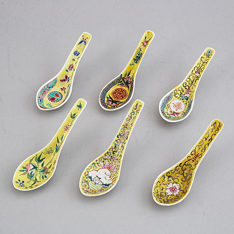 A group of 45 chinese spoons, 20th century.