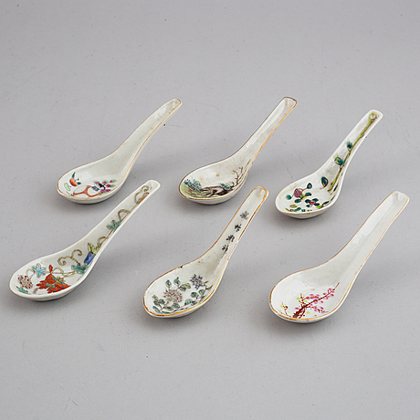 A set of 20 porcelain spoons, china, 20th century.