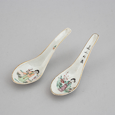 A set of 26 chinese spoons, 20th century.