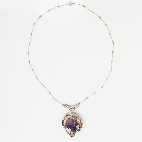 A silver necklace with an amethyst. helsinki, mid 20th century.