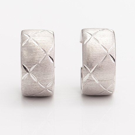 A pair of 14k white gold earrings. import marked m hyvärinen, turku.