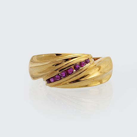 Ring 18k gold with rubies, size 53.