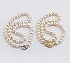 2 pearl necklaces, cultured freshwater pearls approx 9-10 mm, clasps in 18k gold and whitegold.