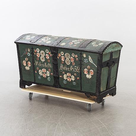 """Kista, allmoge, ek, sk """"fågelkista"""" bär datering 1852."""