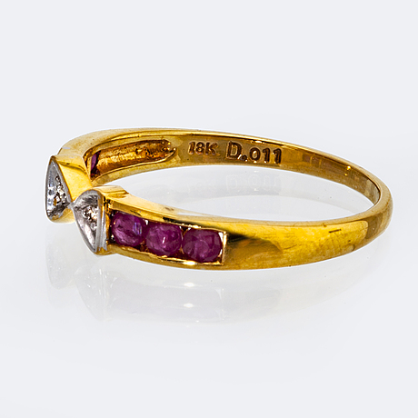 Ring 18k gold with brilliant-cut diamonds and rubies.