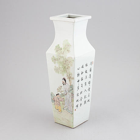 A chinese famille rose qianjiang porcelain vase, 20th century.