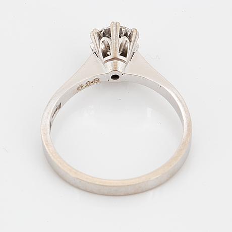 Ring, vitguld med briljantslipad diamant 0,69 ct enligt gravyr.