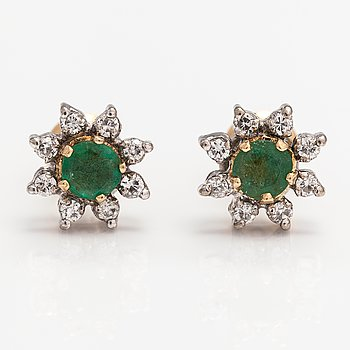A pair of 14K gold earrings with emeralds and diamonds ca. 0.48 ct in total.