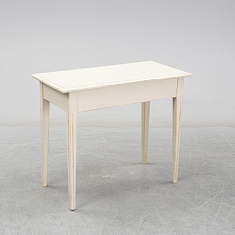 A painted pine gustavian table, early 19th centrury.