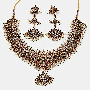 An Indian demi parure comprising a necklace and a pair of earrings.