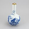 A chinese blue and white tianqiuping vase, 20th century.