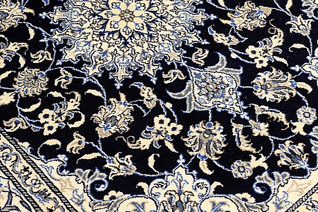 A rug, nain, ca 200 x 147 cm.