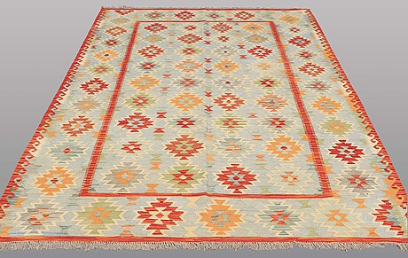 A kilim rug, ca 292 x 201 cm.
