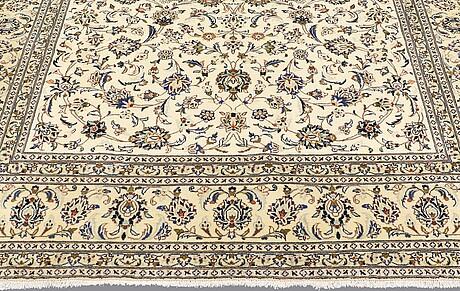 A carpet, kashan, ca 347 x 246 cm.