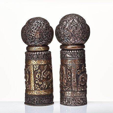 Tempel stämplar, vitmetall och brons, två stycken, nepal/tibet, troligen sent 1800-tal.