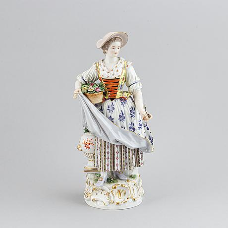 A porcelain figurine, meissen, late 19th century.
