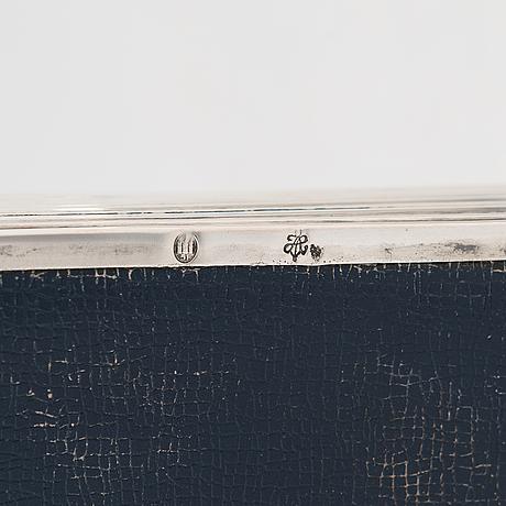 Sikarirasia ja nuuskarasia, hopeaa, tanska 1951 ja ruotsi 1906.