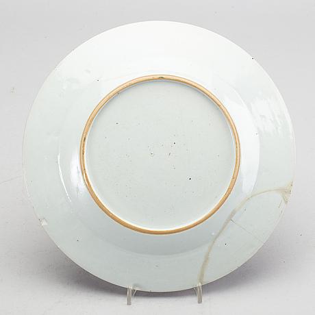 A set of 1+1+2 chinese qianlong porcelain plates.
