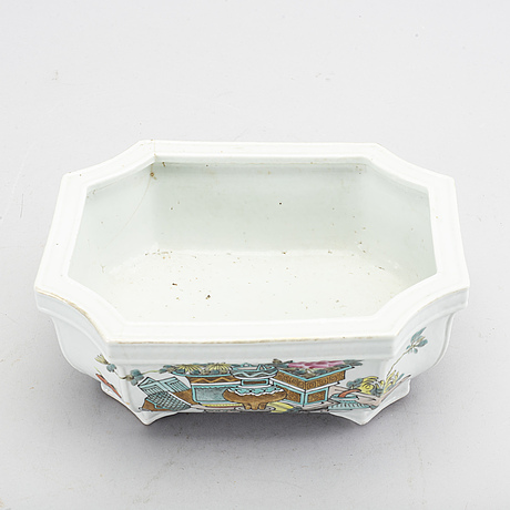A chinese late 19th century porcelain bowl.