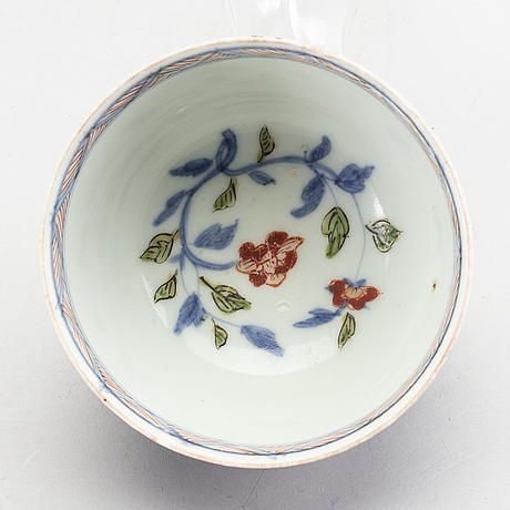 A japanese cup with saucer, edo period (1603-1868).