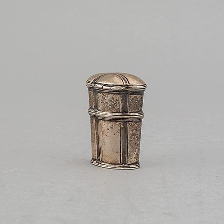 A silver snuff box, 18th century.
