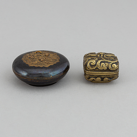 Two bronze boxes with covers, including qing dynasty.