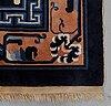 """Matta, old kina, """"antique finish"""" ca 280 x 181,5 cm."""