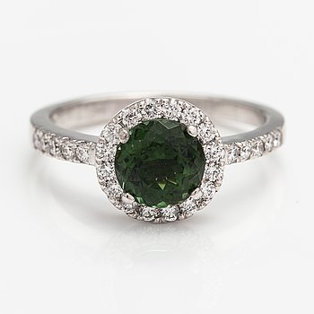 A 14K white gold ring with a tourmaline and diamonds ca. 0.40 ct in total. Benfin, Helsinki 2009.