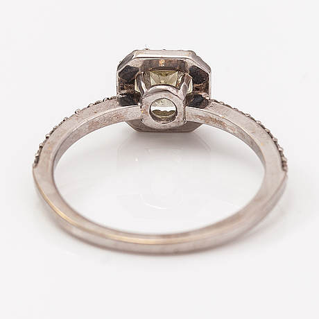 An 18k white god ring with diamonds ca. 0.87 ct in total. itd, espoo.