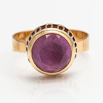 A 14K gold ring with a synthetic ruby. Hänninen Nestor Johannes, Helsinki 1967.