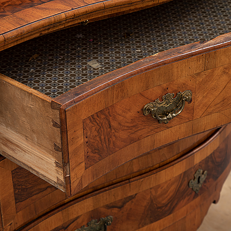 A mid 18th century chest of drawers.