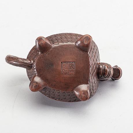 Tekanna med lock, yixinggods. kina, 1900-tal. sigill i botten.