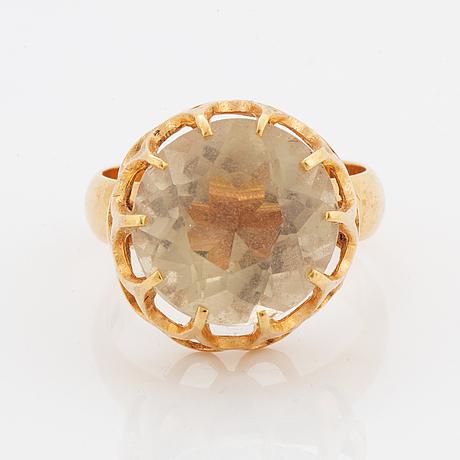Ring, 18k guld med rund fasettslipad citrin.