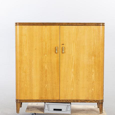 An 1940:s birch and beech cabinet 'haga'.
