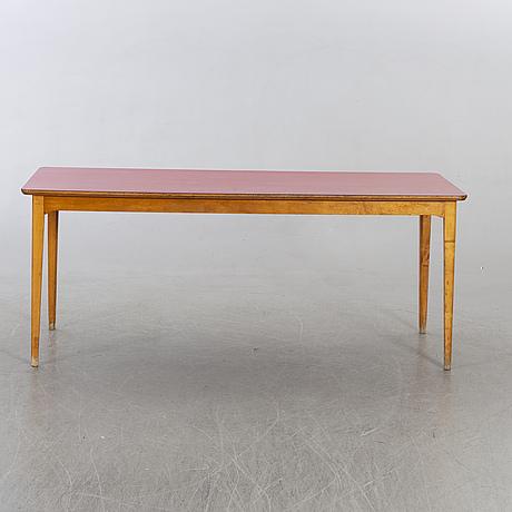 Bord med röd laminatskiva, 1900-talets mitt.